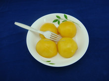 Good quality canned food, canned yellow peach halves in syrup