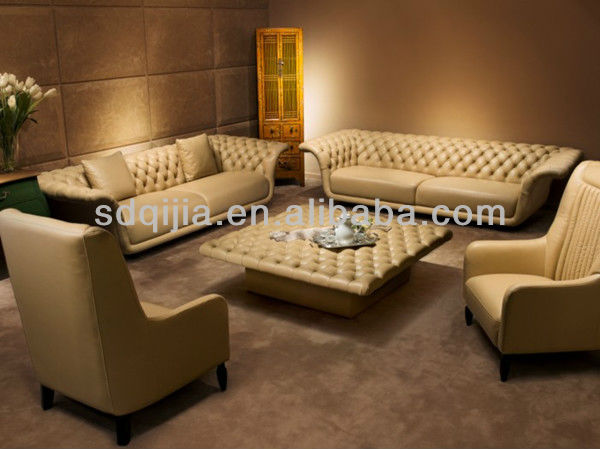 El estilo cl sico italiano de lujo color beige for Muebles estilo italiano