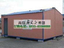 la casa contenedor con techo de dos agua