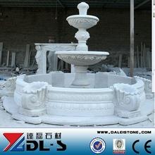 pequeña fuente de agua decorativa estatua