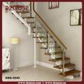 diseños de interiores escaleras de madera con barandas de vidrio