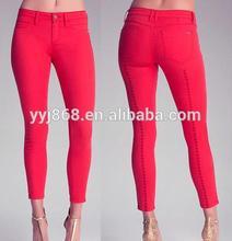 de color rojo dama increíble a mediados de la cintura pantalones vaqueros cuentan con acentos de diamante