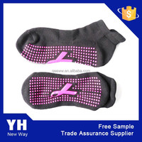 2015 anti slip adult knitted socks with rubber soles