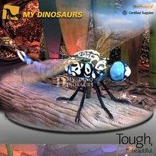 Robot estatua del insecto de la libélula
