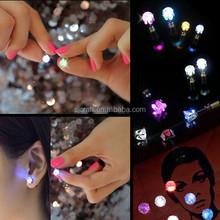 Mode en acier inoxydable boucles d'oreilles glowing LED coloré boucles d'oreille lumière up dance party, Pub SJLE-009
