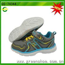 Nueva llegado barato calzado para deportes para niños