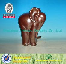 Mono elefante cerámico decorativo