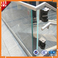 corrimão da escada de vidro