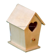 Hot sale fsc decoration wooden bird house with heart shape hole, high quality antique wooden bird house