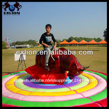 Al aire libre de carnaval de atracciones paseos mecánica rodeo toro/rodeo toro inflable