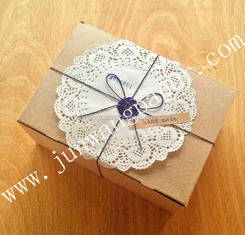 white paper doilies buy Paper doilies have been a staple in home decorating for generations, used to add a decorative flourish to complete your table settings with the advent of vintage themed parties, doilies are enjoying a resurgence in popularity for table settings and home decorating.