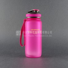 plastic spray bottle/bottled drinking water/bottled water
