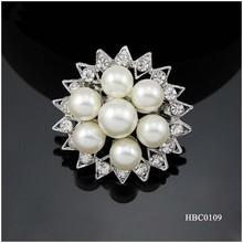 Fashion jewelry engagement Round pearl brooch with rhinestone sun shape design
