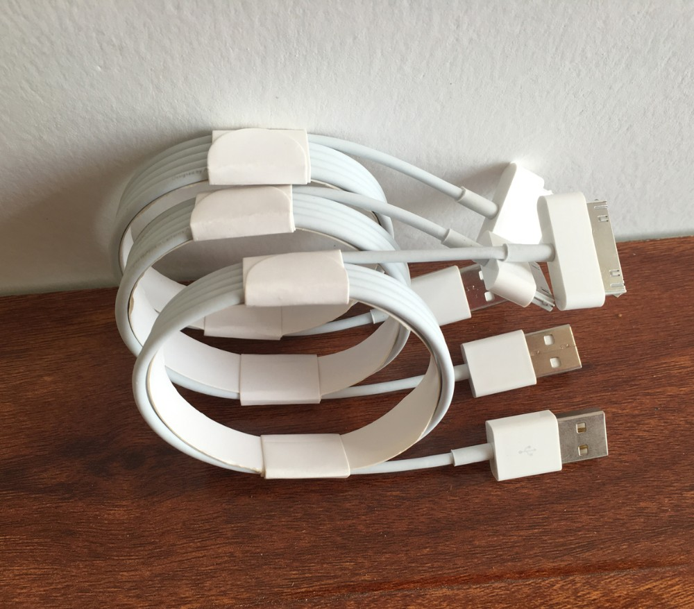 iphone 4s usb cable 30pin.jpg