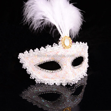 Party toys/halloween and nice beautiful design feather mask