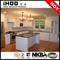 la pintura de gabinete de cocina y armario lacado en blanco de diseño de la cocina italiana