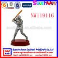 venta al por mayor de diseño personalizado polyresin jugador de béisbol figuras de trofeo