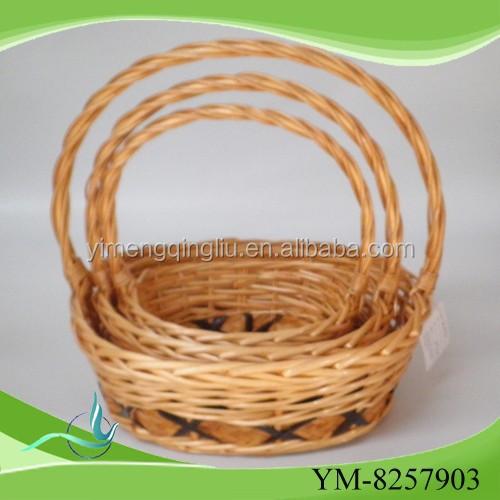 Na venda natural cesta com alça
