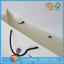 157g art paper paper material apparel packaging bag,cloth packaging bag