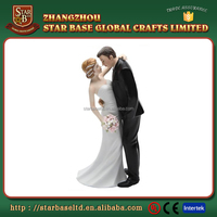 Custom made wholesales decorative resin bride and groom figurines