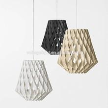 La lámpara colgante moderna fantástica y de tejido de madera natural con el color clásico negro y blanco