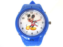 2005 low price mini gps tracker for kids watch phone with SOS