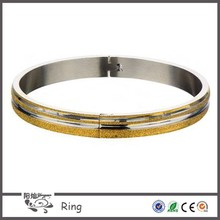 New launched products Women's fashion Matte and IP Gold Sand finish polished line with clasp thick gold bangle