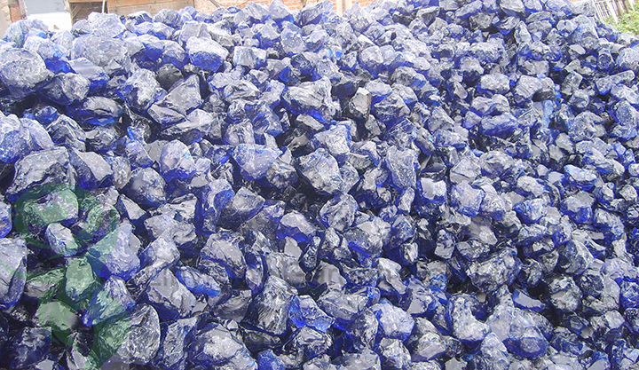 Natural clear colored cobalt blue slag glass rocks for for Different color rocks for landscaping