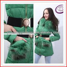 Precio de fábrica al por mayor estilo largo europeo de moda invierno de las mujeres abajo coatsY12088C