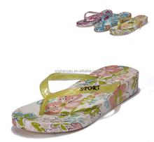 2015 flowers print women flip flops shoes , customize pvc beach slippers for ladies