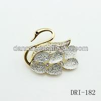 New Arrival fashion beautiful gold alloy shiny big acrylic clear Rhinestone crystal swan brooch for women