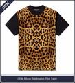 Para hombre en todo t- shirt con el cuerpo completo de estampado de leopardo