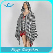 Elegante diseño popular de tartán de lana de punto poncho de la cachemira