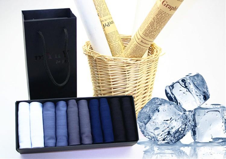 Мужские носки разных цветов. Материал хлопок + бамбуковое волокно . В коробке 10 пар в индивидуальной упаковке . Цена 700 рублей. Доставка по России бесплатно!