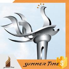 moderna città astratto metallo pollo sculture