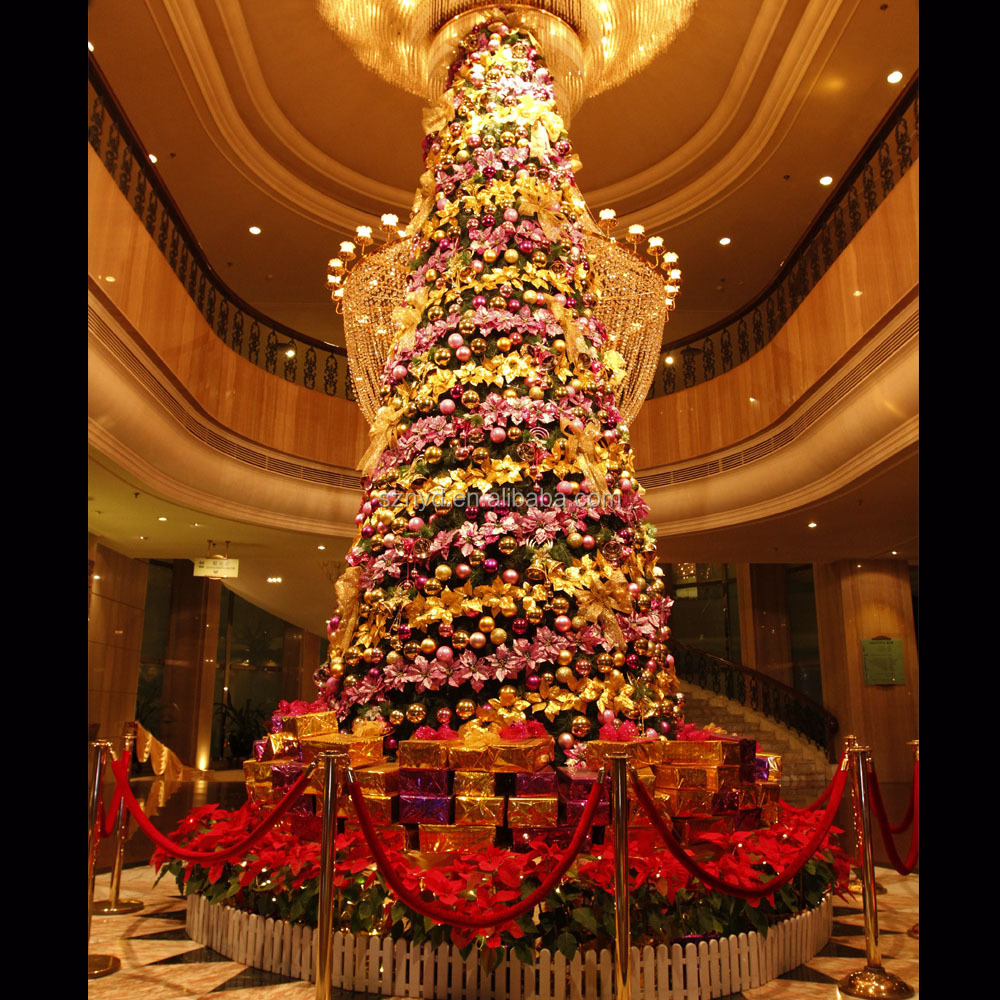 Large artificial lighted indoor christmas tree decoration for Pictures of indoor christmas decorations