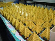 Customize Resin Pyramind Award Lucite Rotationg Trophy Acrylic Pyramind Base