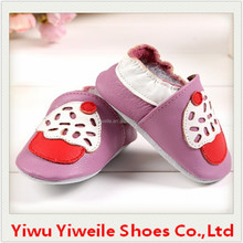 Wholesale baby shoes 2015 fashion cow wholesale cheap leather new style baby born shoes