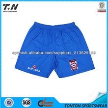 los hombres de entrenamiento de fútbol pantalones cortos de deporte
