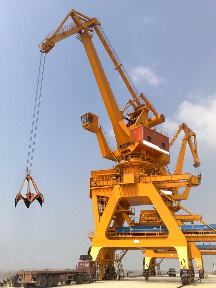 60t Rail Mounted Knuckle boom offshore pedestal crane for offshore unloading