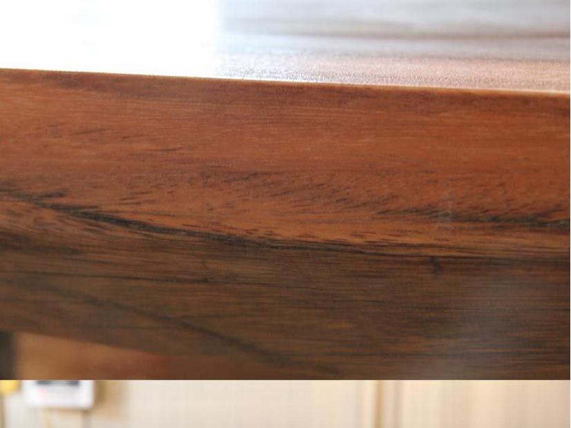빈티지 스타일의 사용자 정의 단단한 나무 테이블 위로 뜨거운 ...