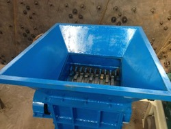 New condition waste PET bottle plastic shredding machine /used tyre retreading machine with twin shaft
