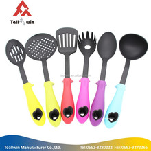 China Manufacturer different styles nylon kitchen utensils