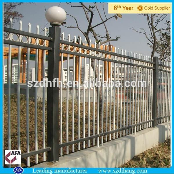 Valla de hierro forjado dise os safey ni o cerca de la for Piscina puerta de hierro