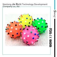 Nuevo diseño de bola del entrenamiento del perro dientes fabricante aspiradora