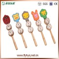 Para bebés de madera natural jingle palo, lindo juguete palo