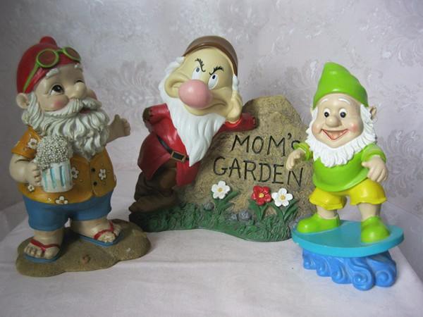 Funny custom decorative garden gnome family manufacturers