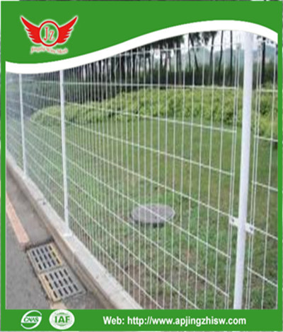 how to build welded wire fence panels