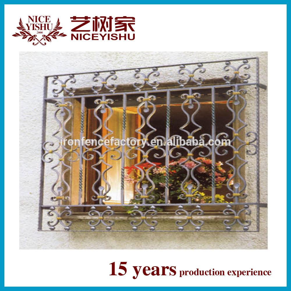 Fen tre grill design pvc fen tres en aluminium design pour for Fenetre a fer maille et verre dormant
