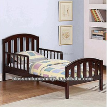 Cheap Colorful Toddler Bed in Solid New Zealand Pine Wood